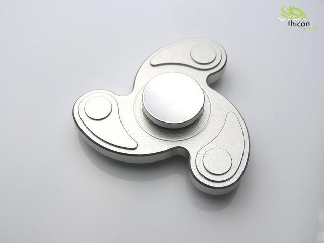 Fidget Spinner Premium Dreiblatt Sichel Alu silber