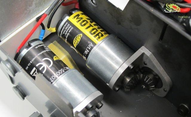 1:14 Fahr-Getriebemotor Liebherr Laderaupe